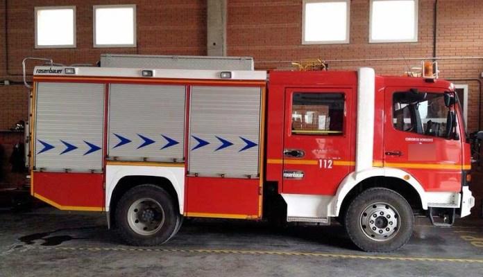 ambulancia uvi vehiculo de escena alquiler peliculas atrezo ambulancias taxi americano taxi ingles alquiler para rodajes 11 - Alquiler de vehículos militares, alquiler de camiones de bomberos.