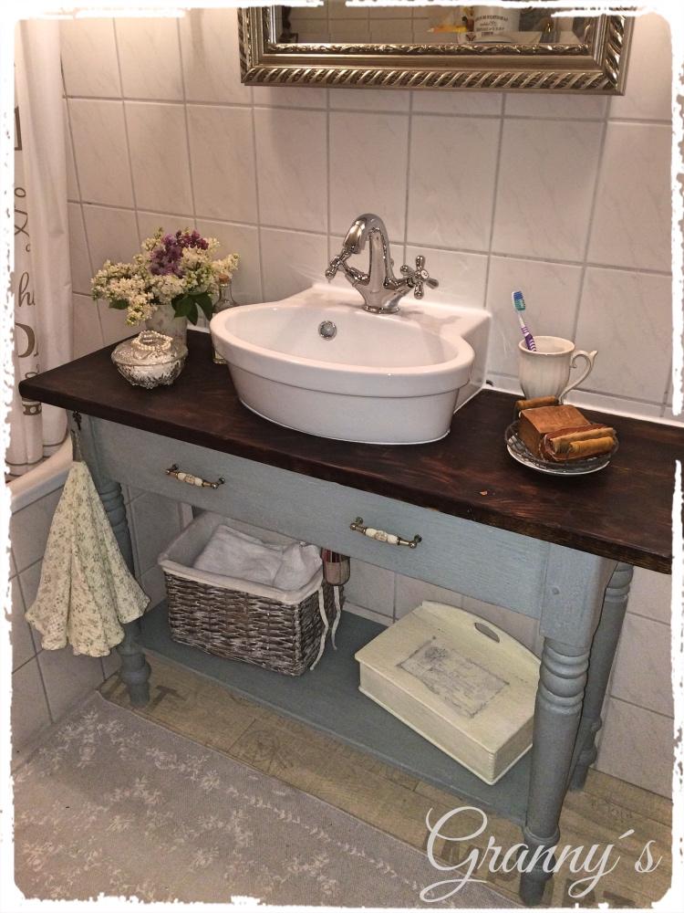 Waschtisch-Duck-Egg-Blue Wie aus einem altem Küchentisch ein Waschtisch für mein Mini-Schlauch-Bad wurde