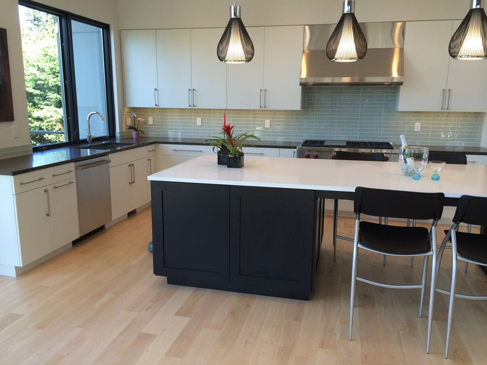 That's why in addition to fabricating and installing custom kitchen countertops, you can count on our craftsmen to install beautiful complementary backsplashes