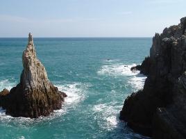 """El """"Dedo de Dios"""" en la Playa de Maruata."""