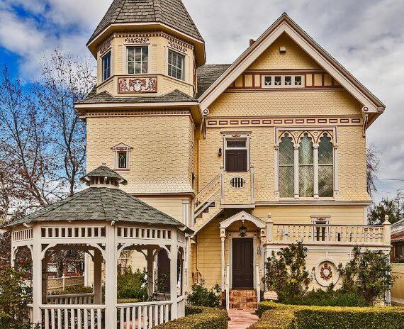 The Victorian Mansion at Los Alamos