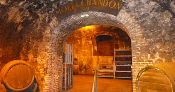 Champagne tasting in Epernay - Credits Vine Escape