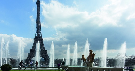 Loire Valley Trip - Eiffel Tower and fountains