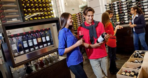 Wine tasting in France © A. Benoît