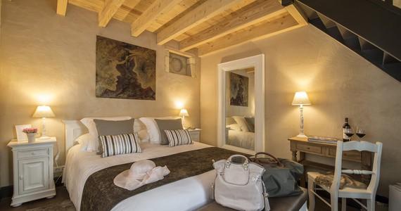 luxury-b&b-bordeaux-sauternes-sauternaise-chambre-hote-charme-spa-chic-design-vineyard-romantic-terre-margaux-douche-xxl-sauna-vue-lit-copyright la Sauternaise