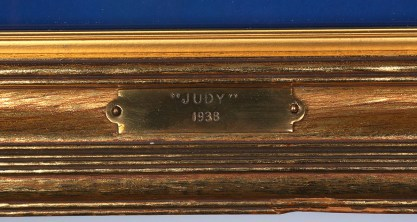 Frame presentation tag with title and date