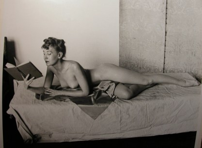 The artist Zoe Mozert reading in bed...