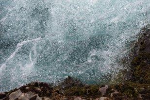 The blue water of Hítará River