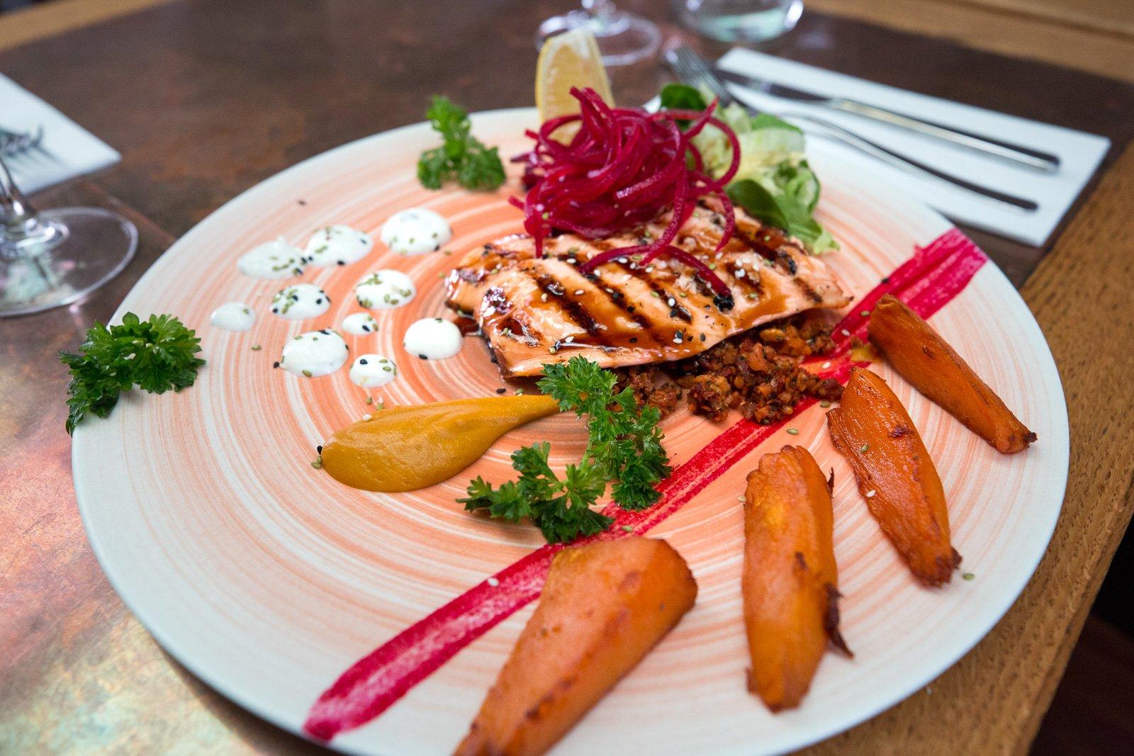 'Tis The (Tourist) Season: 101 Harbor Restaurant Cashes In