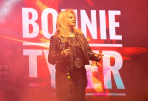 PHOTOS & REACTIONS: Bonnie Tyler Eclipsing Hearts At Secret Solstice