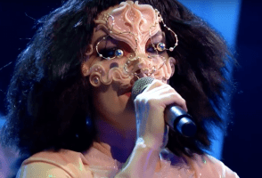 Björk Gives First TV Performance In Eight Years