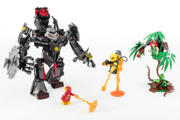 SDCC 2018: LEGO Reveals the Batman Mech vs  Poison Ivy Mech Out in