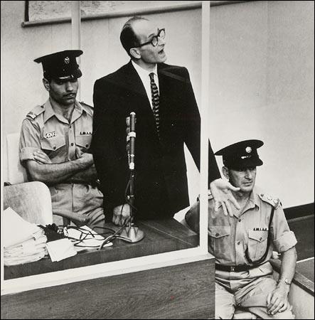 https://i1.wp.com/graphics8.nytimes.com/images/2004/10/17/books/eichmann450.jpg