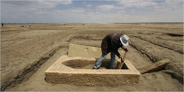 ©Shawn Baldwin, The New York Times / Oczyszczane z piasku pozostałości fortu