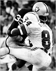 A hit by the Raiders' Jack Tatum paralyzed the Patriots' Darryl Stingley.(Ron Riesterer/The Oakland Tribune, via Associated Press, 1978)