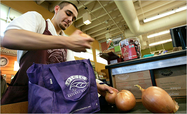 Many Plans to Curtail Use of Plastic Bags, but Not Much Action