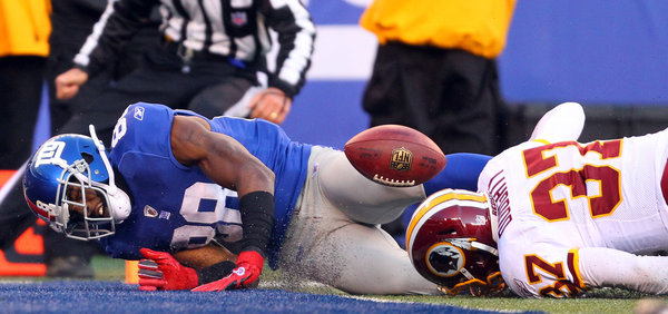 Hakeem Nicks, left, could not make this catch in a 23-10 loss this month to the Redskins at MetLife Stadium, where the Giants are 3-4. Pass interference was called.