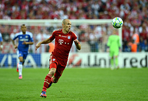 Bayern Munich midfielder Arjen Robben being aggressive.