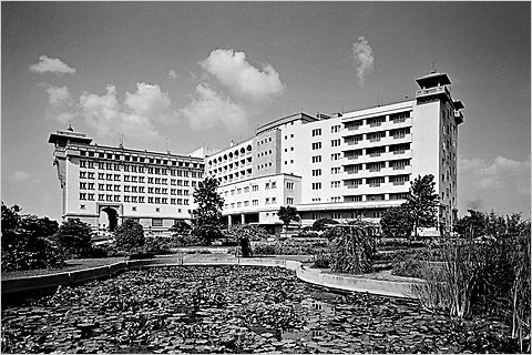 Black and white image of a modernist hotel