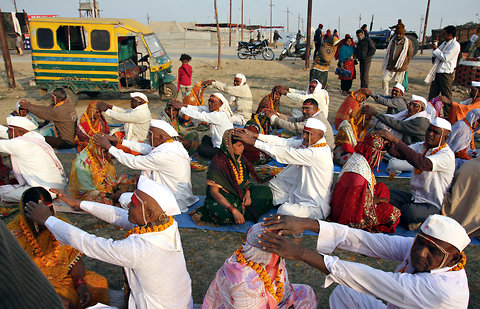 Hindu couples performing a ritual for the long life of their spouses, at Sangam, or the confluence of the rivers Ganges, Yamuna and the mythical Saraswati in Allahabad, Uttar Pradesh.