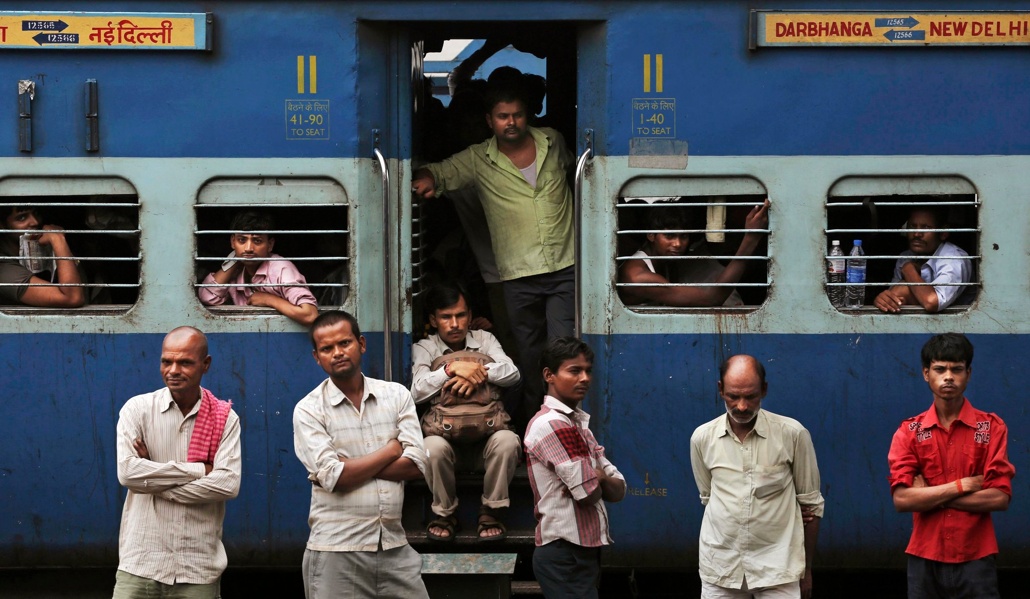 crowded train india delhi