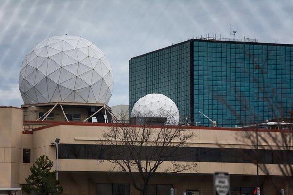 """位于马里兰州米德堡的NSA总部。""""我们没有利用对外情报能力来窃取外国公司的商业机密,""""一名NSA官员表示。"""