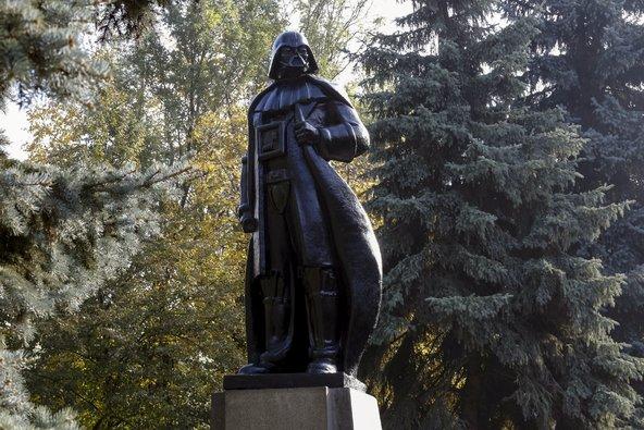 Lenin Vader Statue