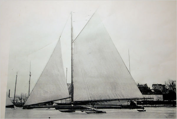 Ice yaccht rockets with sails set