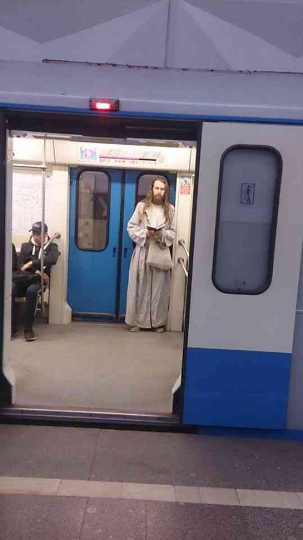 Hilarious Things People Saw While Riding The Subway_005