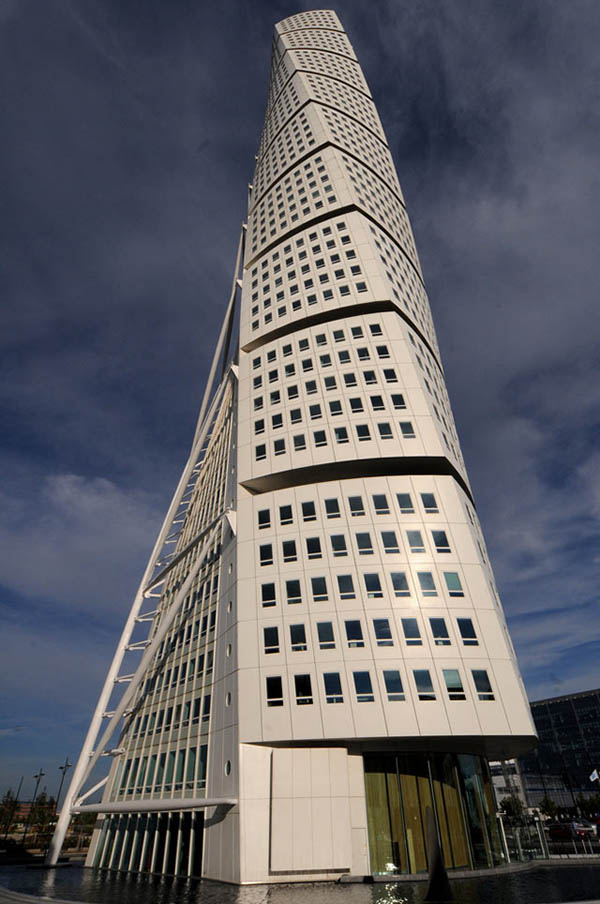 Buildings That Are Weird And Amazing At The Same Time (17)
