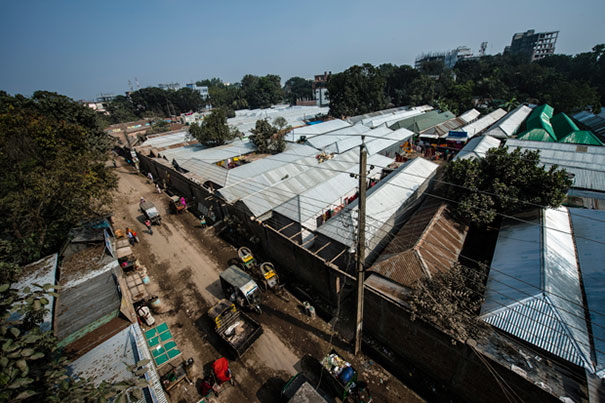 impactful-pictures-of-the-kandapara-brothel-in-bangladesh-gp