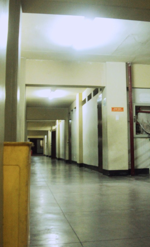 The multifaceted and multi-angled corridor. Bow.