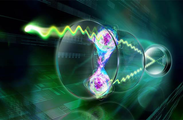 Entangled atoms shine in unison