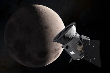 NASA's New Planet Hunter Snaps Initial Test Image, Swings by Moon Toward Final Orbit