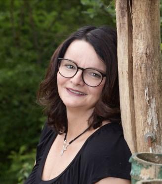 Alex Fees, Kinderpflegerin