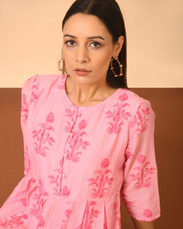 woman wearing cotton silk printed kurta set
