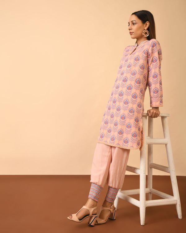 Woman stool posing wearing Viscose Cotton Linen Block Print Full Set