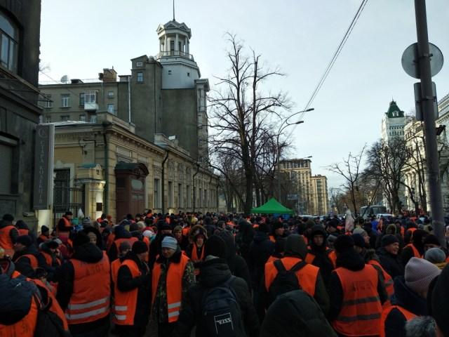 протесты на институтской возле нбу