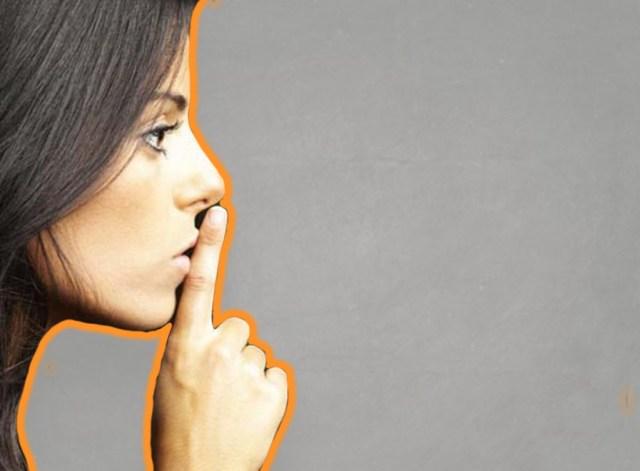 женщина молчит