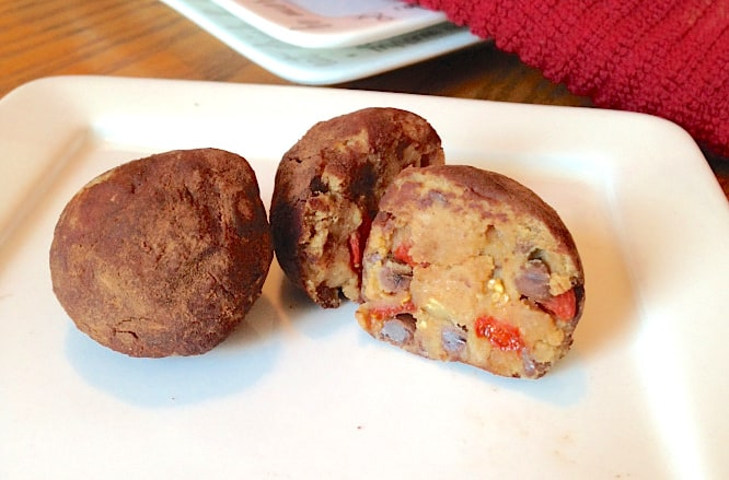 Goji Berry Cookie Dough Truffles | The Grateful Grazer | www.gratefulgrazer.com