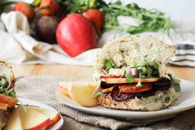 Garlic Tarragon Roasted Beet Sandwiches are a delicious healthy vegan lunch option. Recipe via www.gratefulgrazer.com