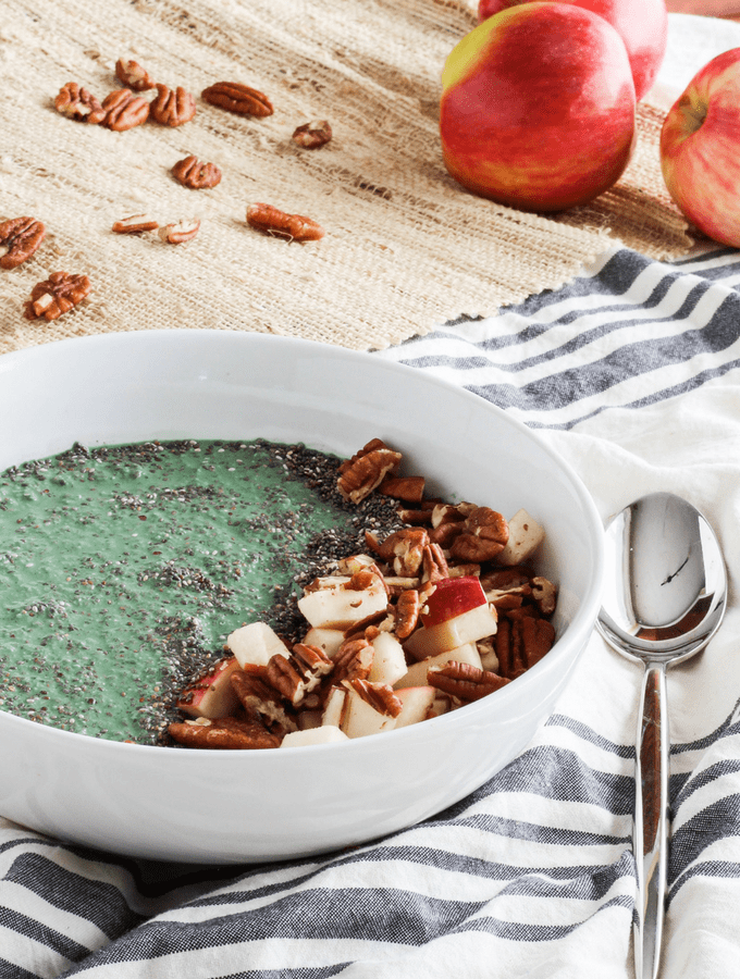 Apple Spirulina Smoothie Bowl