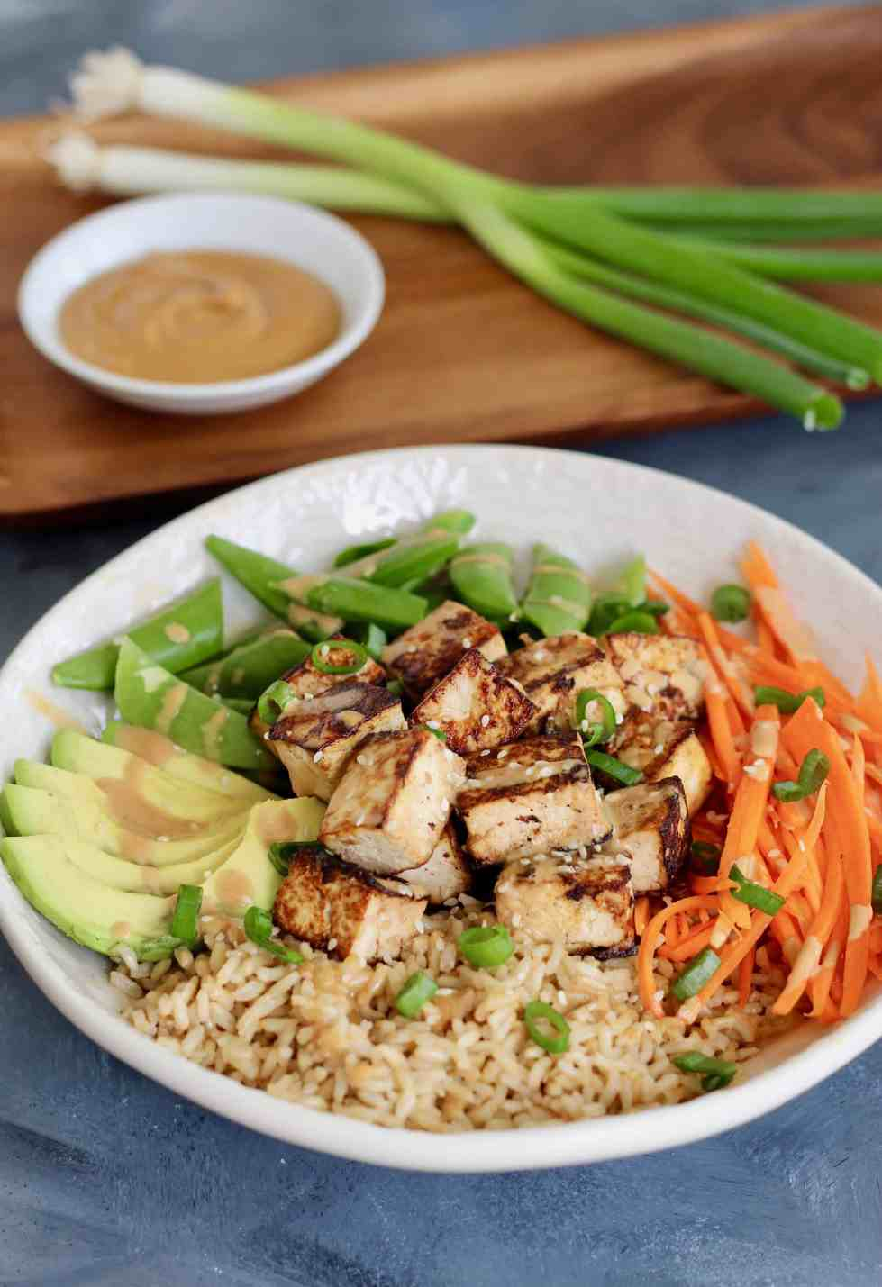 Sustainable meal bowl with tofu, vegetables and grains.