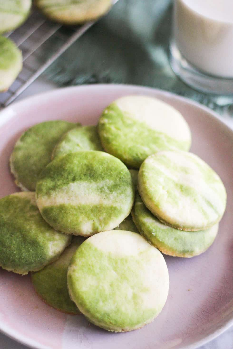 Marbled matcha sugar cookies on a pink plate.