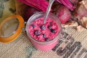 Easy Overnight Oats With Beetroot and Fresh Blueberries