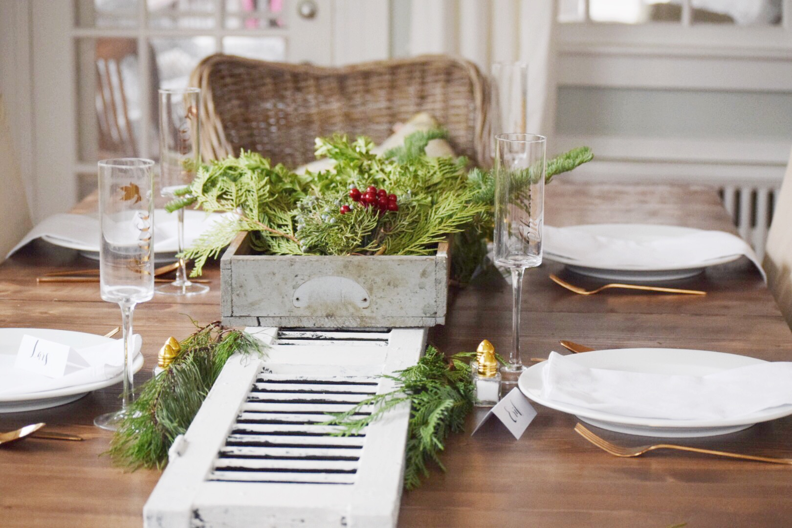 christmas-table-without-mats