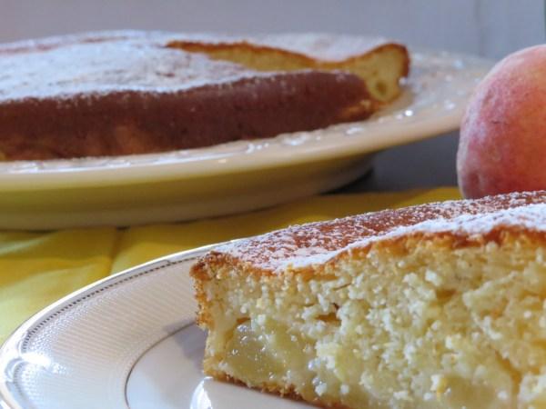 torta morbida con pesche e yogurt