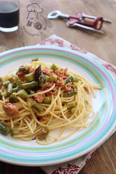 spaghetti con asparagi e salsiccia