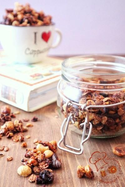 granola di cereali e frutta con miele