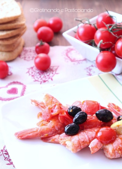 gamberi con olive e pomodorini